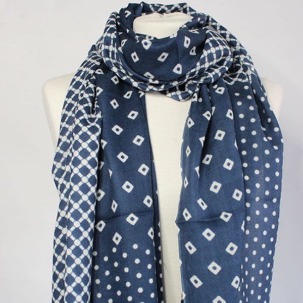"100% WOOL SCARF - ""THE BANDINI"" IN WHITE AND NAVY BLUE - Uniek Living"