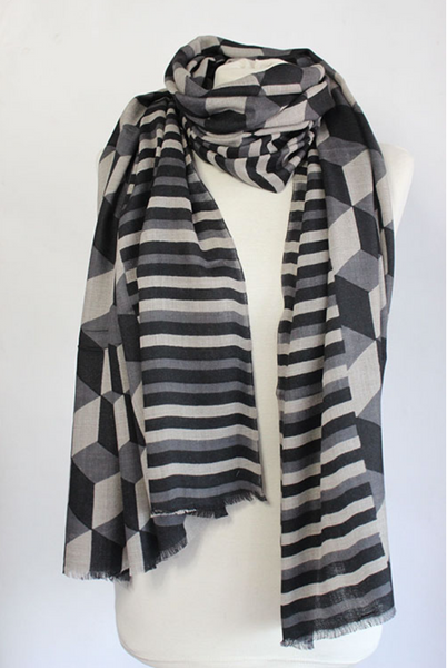 The Block 100% Cashmere Scarf in black by Sjaelz & More.