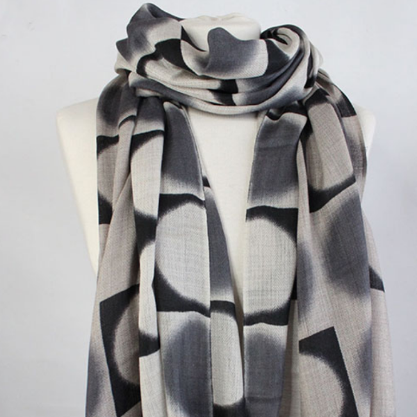 The Double Dot 100% Cashmere Scarf in grey black by Sjaelz & More on a mannequin.