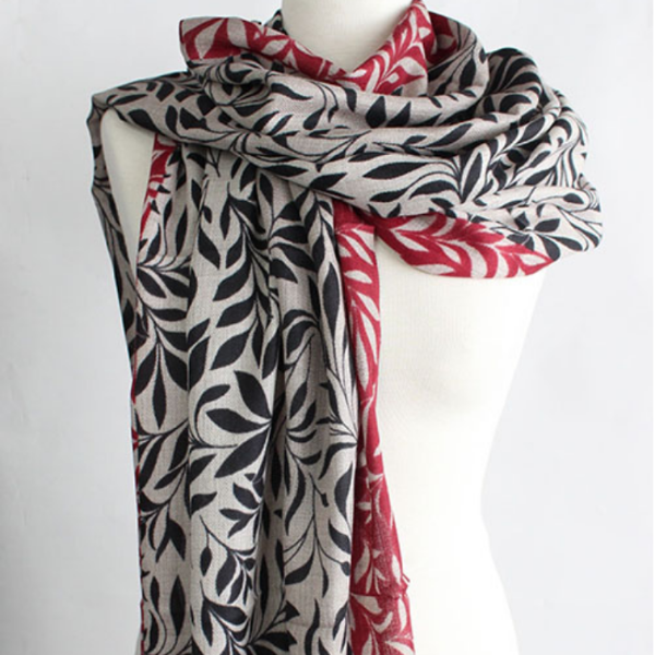 The Leaf 100% Cashmere Scarf in black bordeaux by Sjaelz & More.