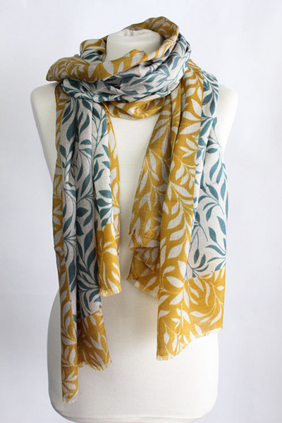 The Leaf 100% Cashmere Scarf in green curry by Sjaelz & More.