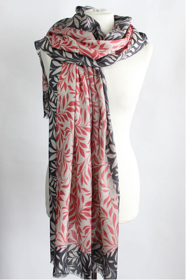 The Leaf 100% Cashmere Scarf in pink grey by Sjaelz & More.
