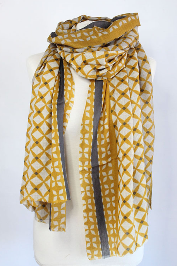 The Star 100% Cashmere Scarf in green curry by Sjaelz & More.