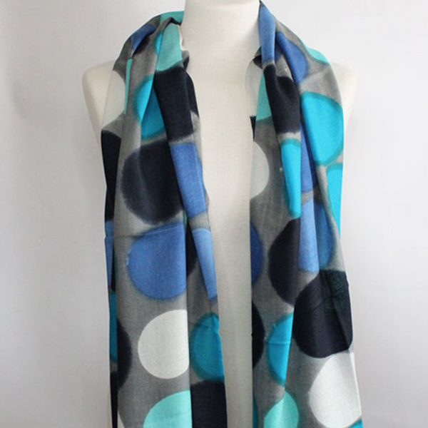 The Big Dot 100% Cashmere Scarf in white blue turquoise by Sjaelz & More on a mannequin.