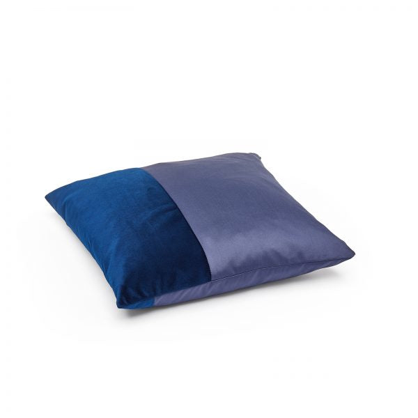 Side image of the Duo cushion by ONTWERPDUO in blue.
