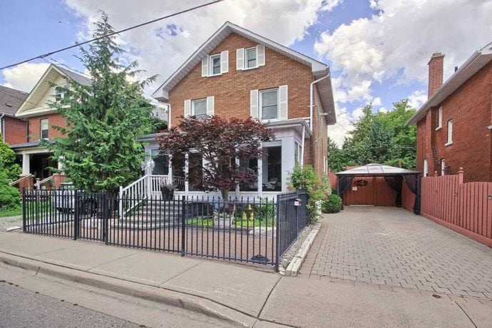 227 Dearborn Ave' Oshawa' Ontario L1G4Z3 <br>MLS® Number: E4570625<br>For Sale: $527'000<br>Bedrooms: 4