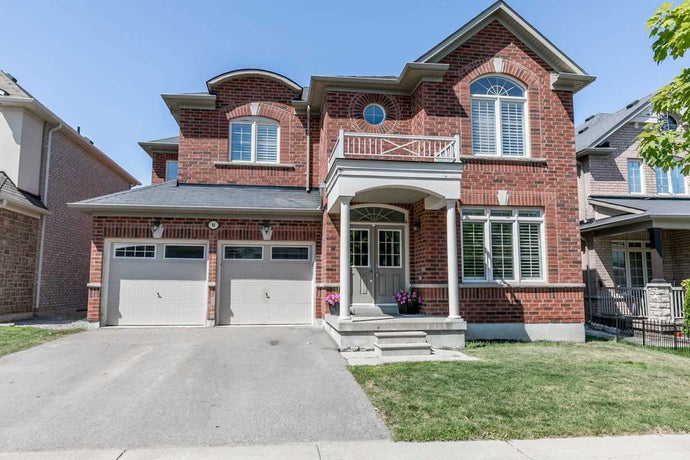 94 Nicklaus Dr' Aurora' Ontario L4G0C7 <br>MLS® Number: N4545790<br>For Sale: $999'000<br>Bedrooms: 5