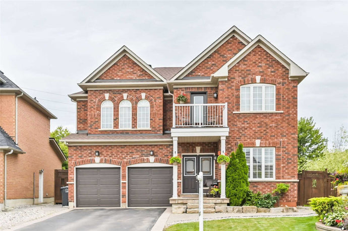 30 Carmel Cres' Brampton' Ontario L6P 1Y1 <br>MLS® Number: W4570617<br>For Sale: $1'225'000<br>Bedrooms: 4