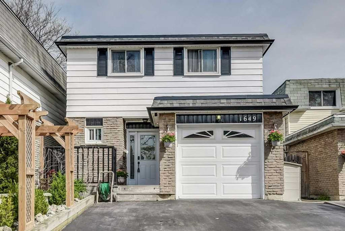 1649 Alwin Circ&sbquo; Pickering&sbquo; Ontario L1V2W1 <br>MLS® Number: E4455894<br>For Sale: $625&sbquo;000<br>Bedrooms: 3
