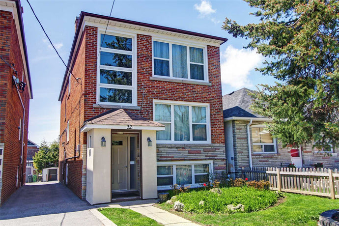32 Little Blvd' Toronto' Ontario M6E4N2 <br>MLS® Number: W4457203<br>For Sale: $999'900<br>Bedrooms: 6