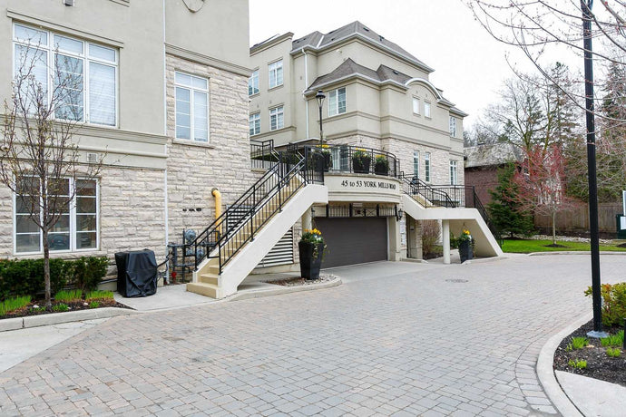 45 York Mills Rd #111' Toronto' Ontario M2P1B6 <br>MLS® Number: C4439172<br>For Sale: $1'098'000<br>Bedrooms: 3