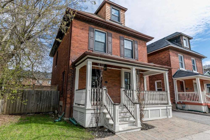 66 Wellington St E&sbquo; Aurora&sbquo; Ontario L4G1H8 <br>MLS® Number: N4452631<br>For Sale: $985&sbquo;000<br>Bedrooms: 4