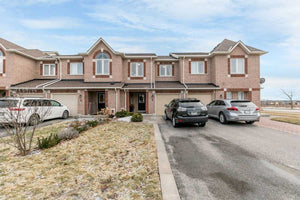 3 Marshview Ave' Aurora' Ontario L4G7W2 <br>MLS® Number: N4355101<br>For Sale: $699'900<br>Bedrooms: 3