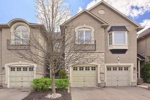 27 Senator Crt' Aurora' Ontario L4G7P2 <br>MLS® Number: N4452900<br>For Sale: $827'000<br>Bedrooms: 3