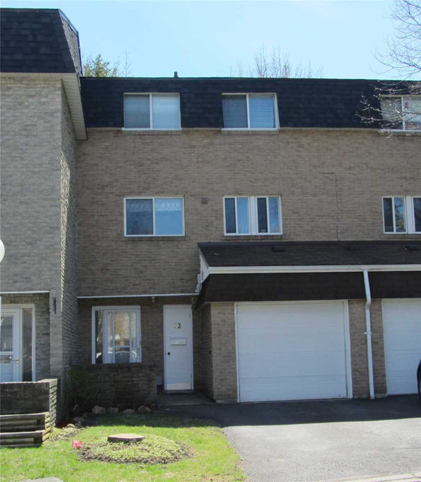 52 Henderson Dr&sbquo; Aurora&sbquo; Ontario L4G3L2 <br>MLS® Number: N4448510<br>For Sale: $523&sbquo;000<br>Bedrooms: 3