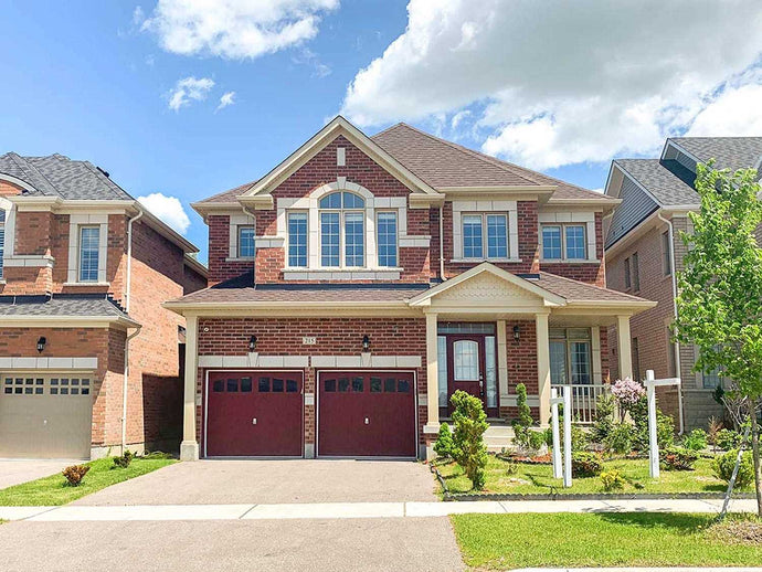 215 William Graham Dr' Aurora' Ontario L4G0W4 <br>MLS® Number: N4548984<br>For Sale: $1'080'000<br>Bedrooms: 4