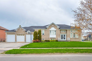 28 Walkington Way' King' Ontario L7B1C9 <br>MLS® Number: N4456246<br>For Sale: $1'349'000<br>Bedrooms: 3