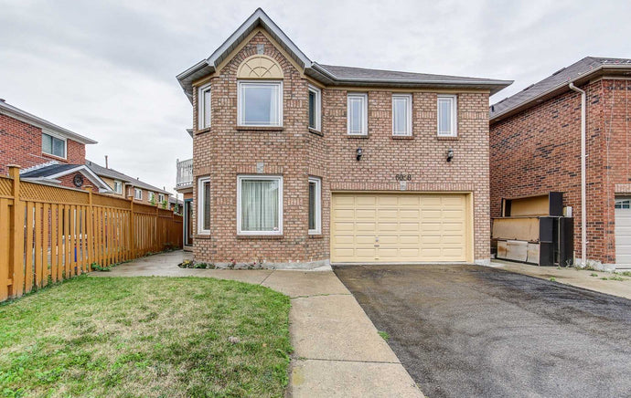 6058 Douguy Blvd' Mississauga' Ontario L5V1B3 <br>MLS® Number: W4569950<br>For Sale: $1'249'000<br>Bedrooms: 4