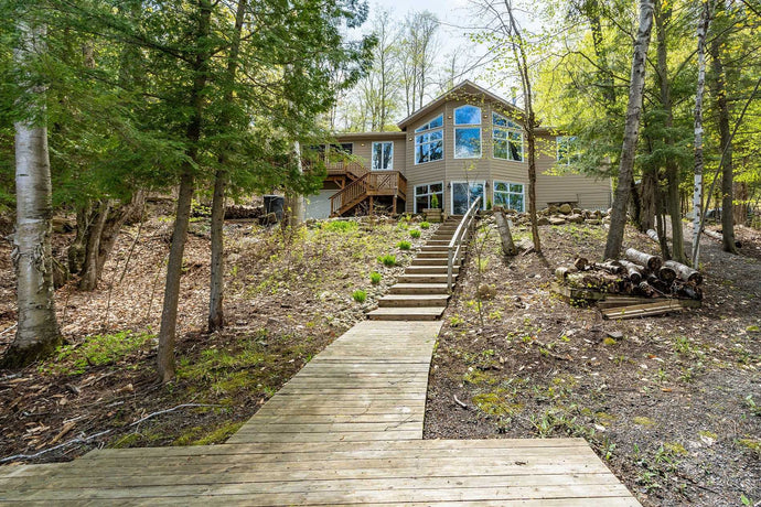 1089 Strathdee Rd' Muskoka Lakes' Ontario P0B1M0 <br>MLS® Number: X4464347<br>For Sale: $699'000<br>Bedrooms: 2