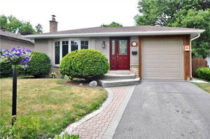 142 Orchard Heights Blvd&sbquo; Aurora&sbquo; Ontario L4G 3A2 <br>MLS® Number: N4549806<br>For Sale: $859&sbquo;000<br>Bedrooms: 3