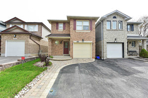 141 Adele Cres' Oshawa' Ontario L1J7X7 <br>MLS® Number: E4454766<br>For Sale: $569'000<br>Bedrooms: 3