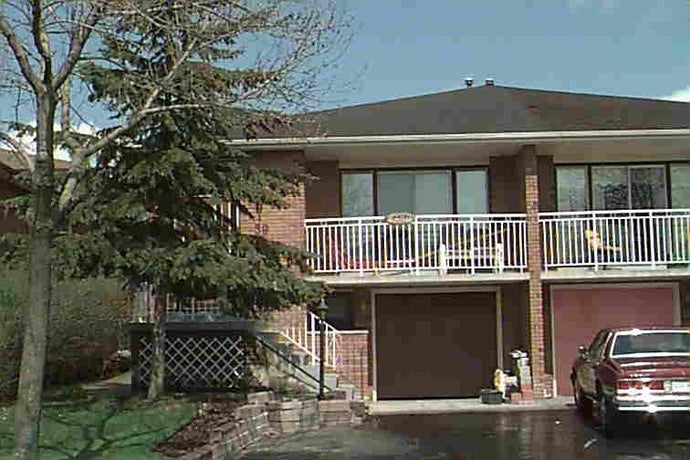 39 Jellicoe Cres' Brampton' Ontario L6S3H7 <br>MLS® Number: W4444503<br>For Sale: $719'000<br>Bedrooms: 3