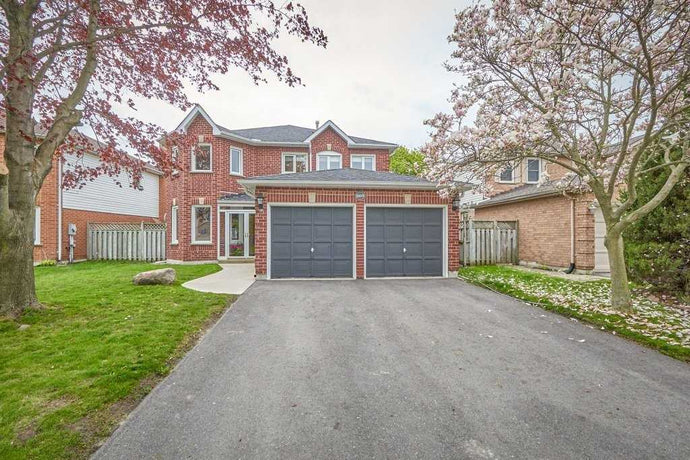 869 Corbetts Rd' Oshawa' Ontario L1K2E1 <br>MLS® Number: E4461263<br>For Sale: $674'888<br>Bedrooms: 4