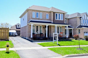 7 Joyce Cox Gate' Whitby' Ontario L1R 2J2 <br>MLS® Number: E4455837<br>For Sale: $679'000<br>Bedrooms: 3