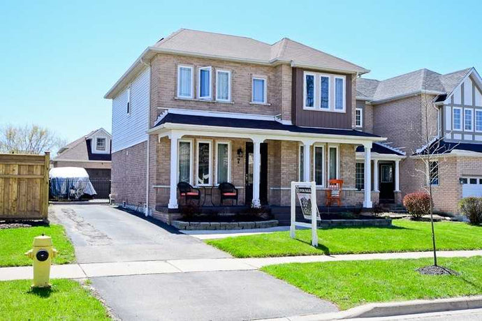 7 Joyce Cox Gate&sbquo; Whitby&sbquo; Ontario L1R 2J2 <br>MLS® Number: E4455837<br>For Sale: $679&sbquo;000<br>Bedrooms: 3