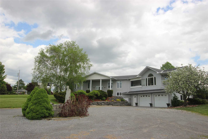 2387 County 3 Rd' Prince Edward County' Ontario K0K1L0 <br>MLS® Number: X4464769<br>For Sale: $875'000<br>Bedrooms: 2