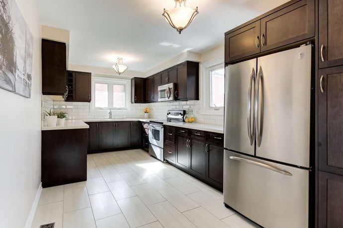 736 Eversley Dr' Mississauga' Ontario L5A 2C9 <br>MLS® Number: W4463829<br>For Sale: $1'050'000<br>Bedrooms: 3
