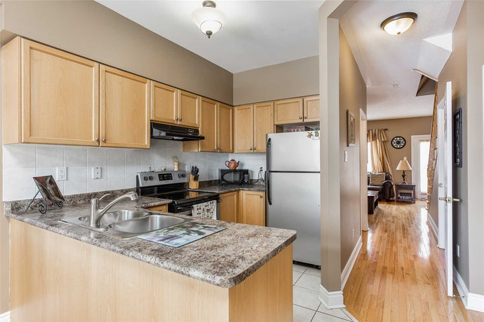 10 Loring Doolittle Crt&sbquo; Aurora&sbquo; Ontario L4G7Y8 <br>MLS® Number: N4456234<br>For Sale: $554&sbquo;900<br>Bedrooms: 3