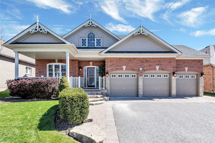 6 Olive's Gate&sbquo; Whitchurch-Stouffville&sbquo; Ontario L4A0E5 <br>MLS® Number: N4456239<br>For Sale: $1&sbquo;350&sbquo;000<br>Bedrooms: 3