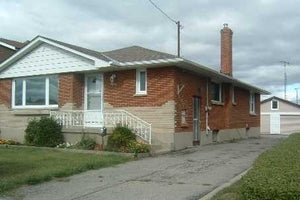 863 Ritson Rd S' Oshawa' Ontario L1H5L5 <br>MLS® Number: E4455409<br>For Sale: $559'000<br>Bedrooms: 3
