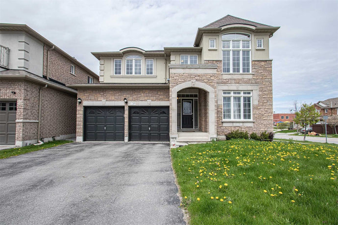 295 Zokol Dr&sbquo; Aurora&sbquo; Ontario L4G7Y5 <br>MLS® Number: N4455278<br>For Sale: $1&sbquo;099&sbquo;000<br>Bedrooms: 4