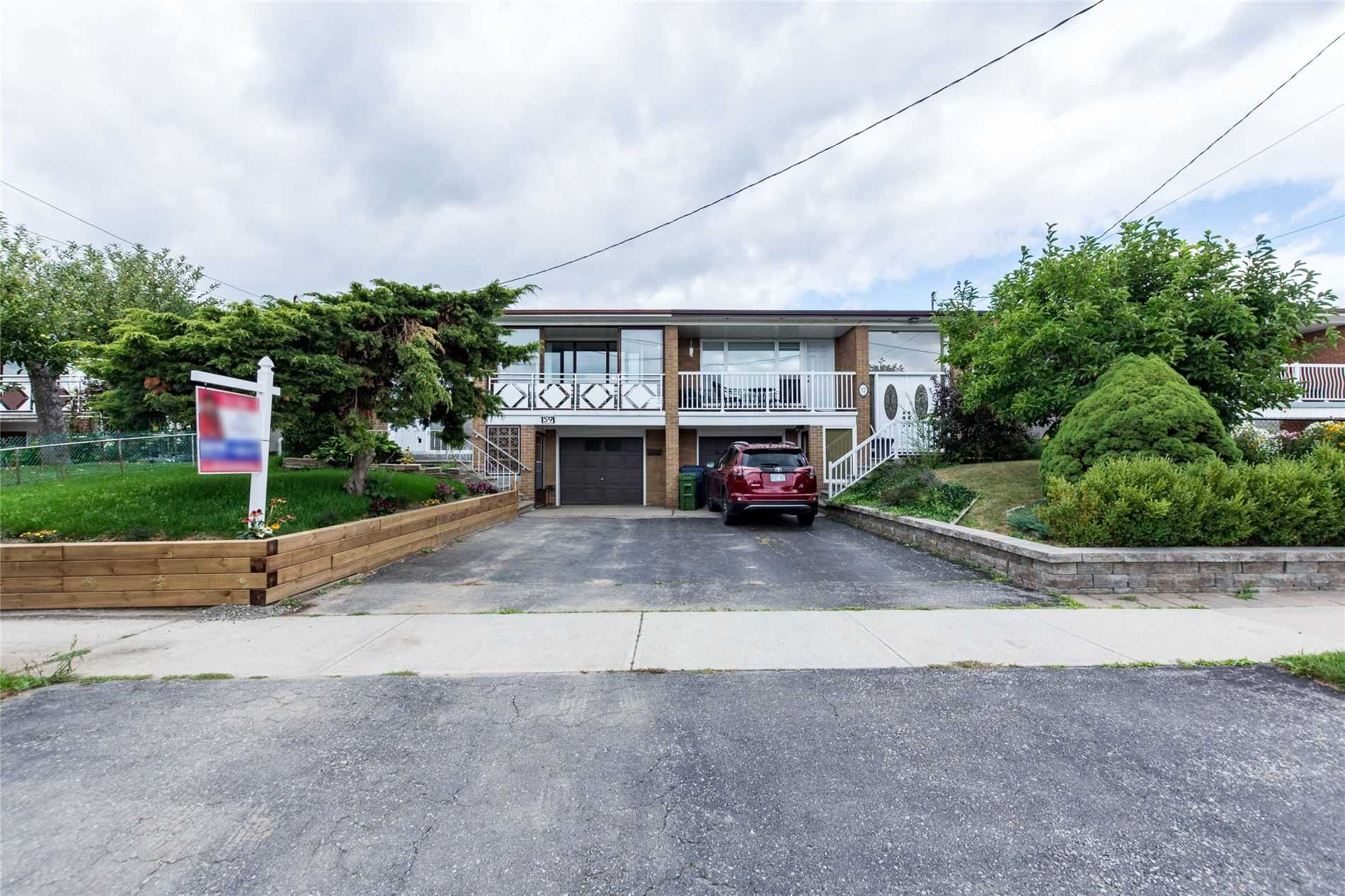 59 Sorlyn Ave' Toronto' Ontario M6L1H7 <br>MLS® Number: W4570038<br>For Sale: $699'000<br>Bedrooms: 3