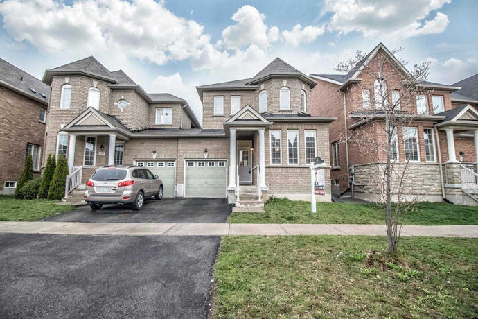 28 Sisina Ave&sbquo; Markham&sbquo; Ontario L6C0H6 <br>MLS® Number: N4440851<br>For Sale: $948&sbquo;000<br>Bedrooms: 3