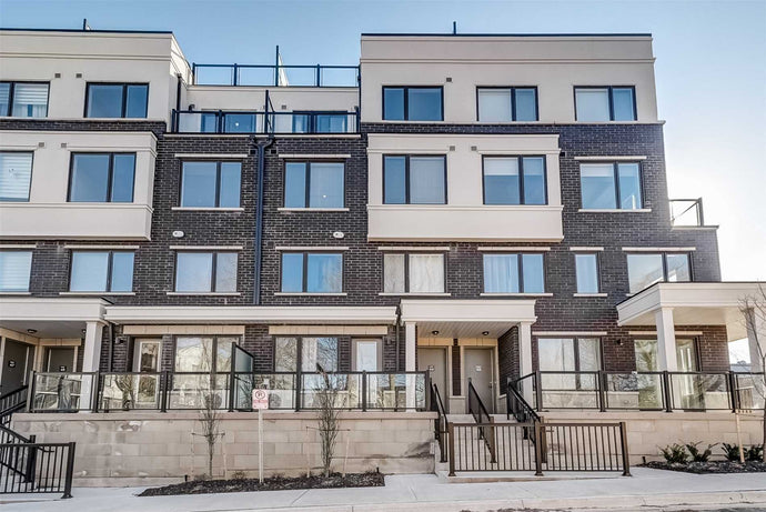 300 Alex Gardner Circ #44' Aurora' Ontario L4G1N4 <br>MLS® Number: N4548961<br>For Sale: $599'000<br>Bedrooms: 2