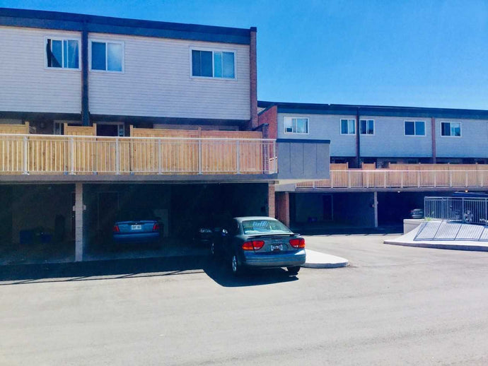 301 Milestone Cres' Aurora' Ontario L4G3M2 <br>MLS® Number: N4546234<br>For Sale: $349'000<br>Bedrooms: 3