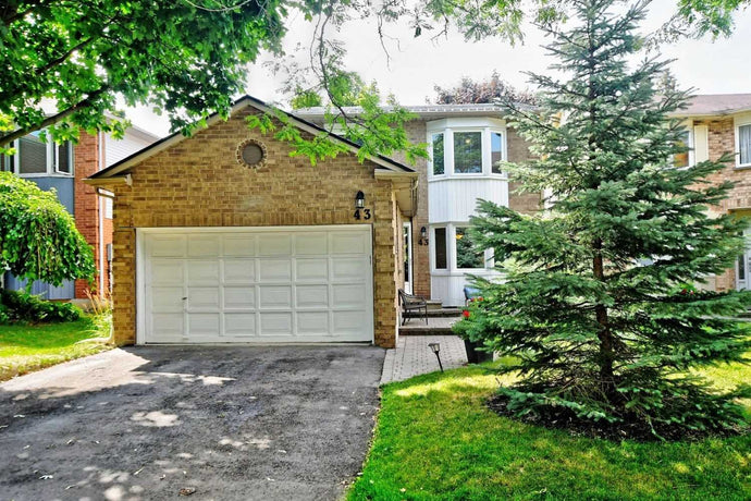 43 Buchanan Cres' Aurora' Ontario L4G5K4 <br>MLS® Number: N4546565<br>For Sale: $839'900<br>Bedrooms: 4