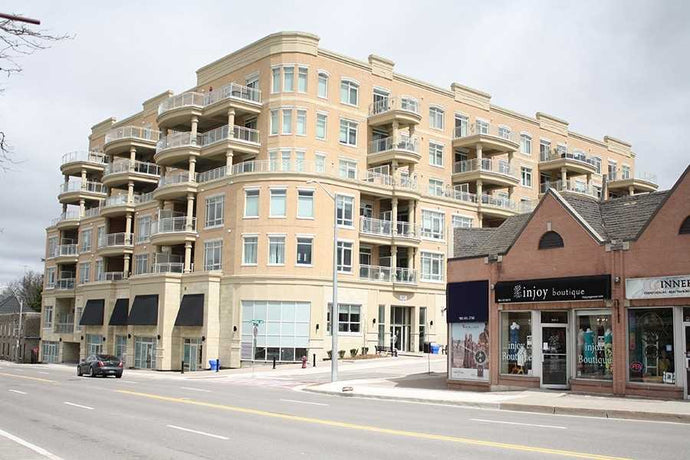 15277 Yonge St #210&sbquo; Aurora&sbquo; Ontario L4G1N6 <br>MLS® Number: N4430727<br>For Sale: $425&sbquo;000<br>Bedrooms: 1