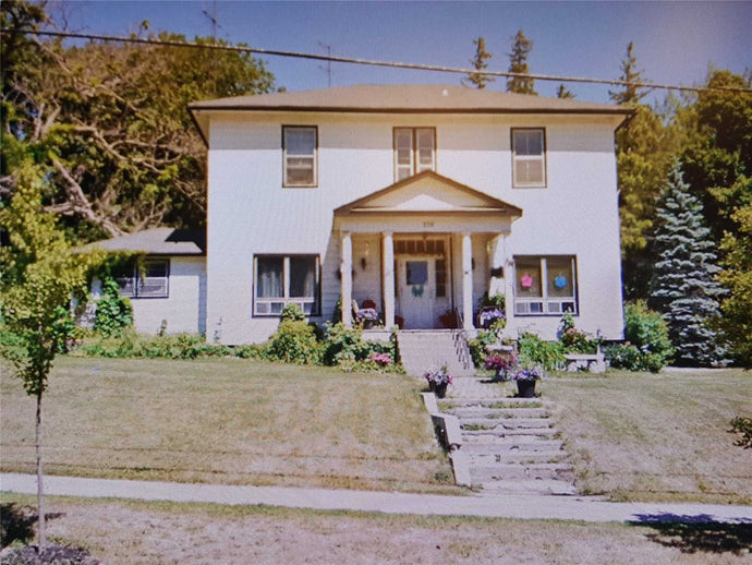 379 Queen St' Scugog' Ontario L9L1L4 <br>MLS® Number: E4461769<br>For Sale: $799'000<br>Bedrooms: 9