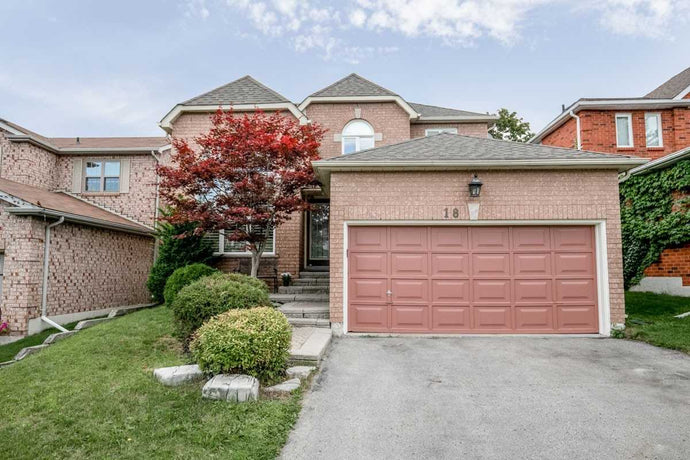 18 Tradewind Terr' Aurora' Ontario L4G6M7 <br>MLS® Number: N4544382<br>For Sale: $925'000<br>Bedrooms: 4