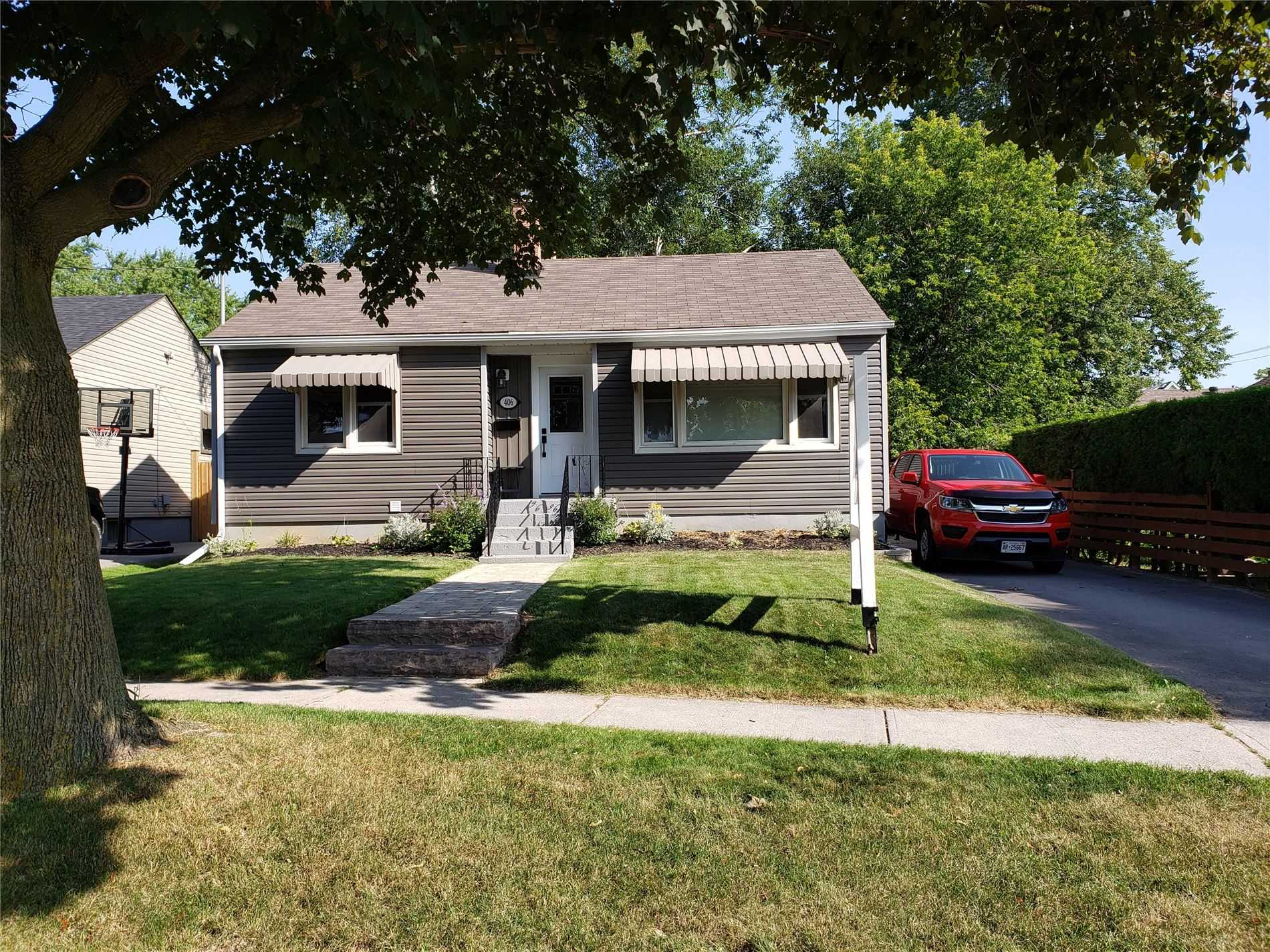 406 Gliddon Ave' Oshawa' Ontario L1H1Z7 <br>MLS® Number: E4567748<br>For Sale: $464'900<br>Bedrooms: 2