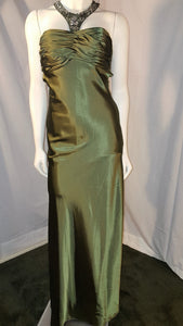 Green long dress, front view, sleeveless, halter neck, rhinestone, zipper