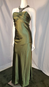 Green long dress, side view, sleeveless, halter neck, rhinestone, zipper