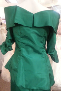 Green jacket, back view, flower broach, 3/4 sleeves