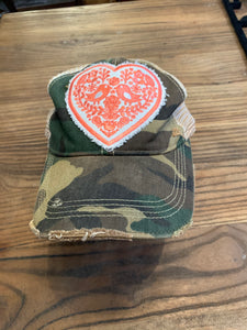Coral atomi heart on camo hat