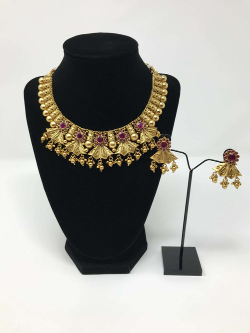 Neck Fitting Antique Gold Set