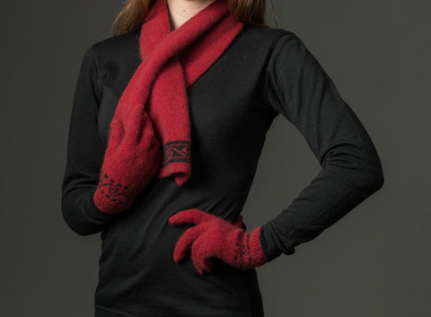 Image of Berry red Koru wool knit gloves